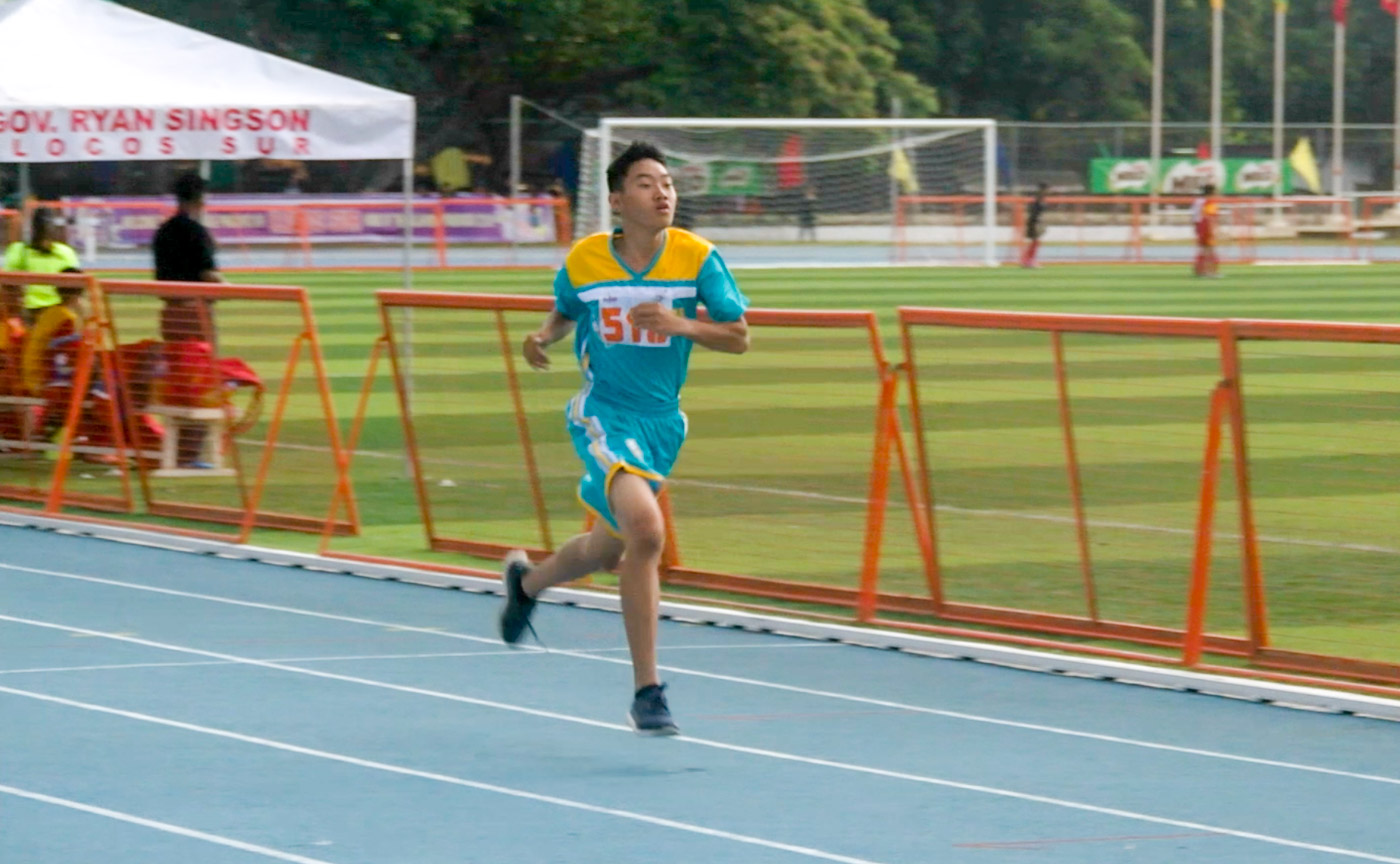 ON THE TRACK. Leo Lee during the 200-meter event. Screenshot by Rappler