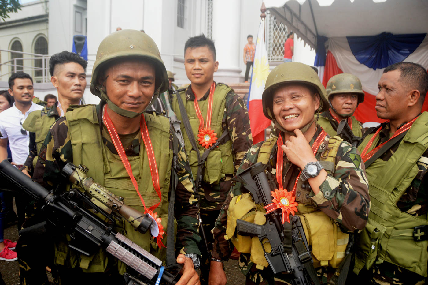 HEROES' PARTY. Some soldiers based in Negros Island are honored on November 3, 2017, in rites held at the Provincial Capitol grounds in Bacolod City. Photo by Marchel Espina/Rappler
