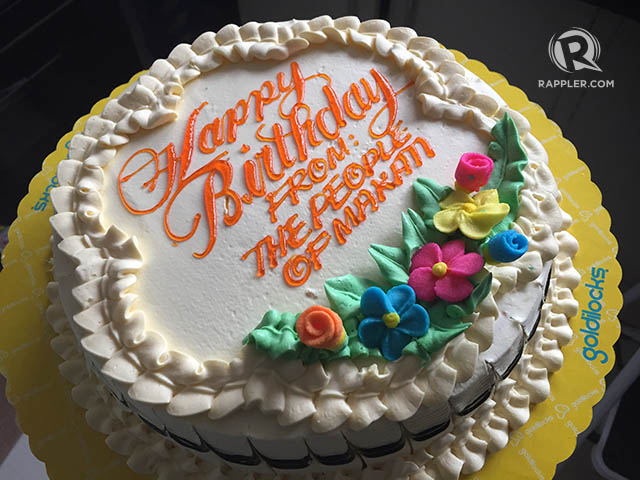 MAKATI PERKS. Senior citizens receive a number of benefits from the Makati city government, including free cakes on their birthdays. File photo by Franz Lopez/Rappler