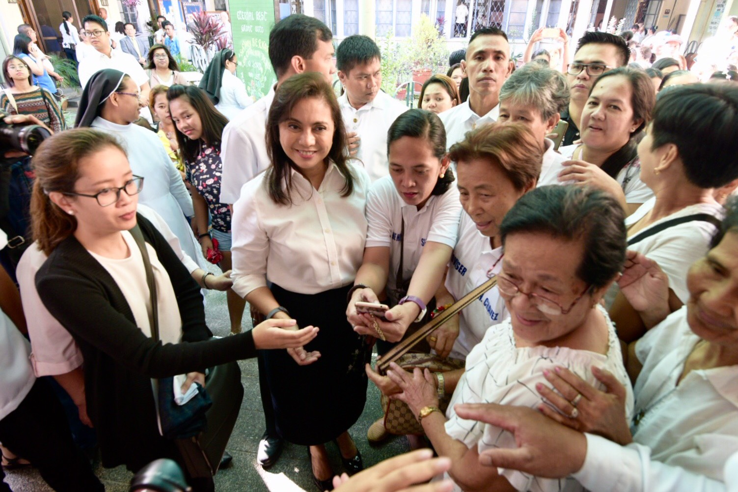 SUPPORT SYSTEM. Vice President Leni Robredo greets her supporters after the Mass. Photo by LeAnne Jazul/Rappler