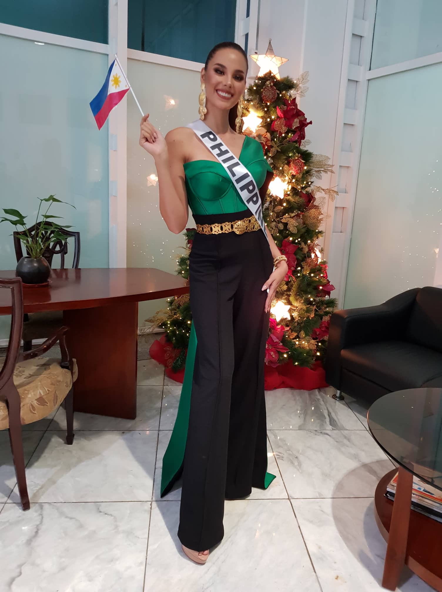 READY FOR THAILAND. Catriona wears an outfit by Anthony Ramirez for her departure. Photo courtesy of Gines Enriquez  of Bb Pilipinas Charities Inc