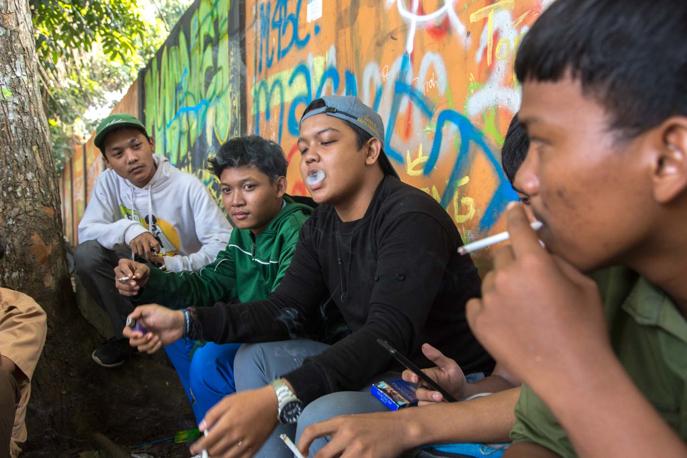 STUDENTS. Students hang out after school while smoking cigarettes in Bogor, West Java. Photo courtesy of Gembong Nusantar/TBIJ