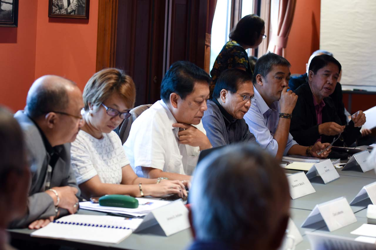 CHRISTMAS RELEASE. In this file photo, members of the government panel discuss the process of releasing political prisoners. File photo by Edwin Espejo/OPAPP