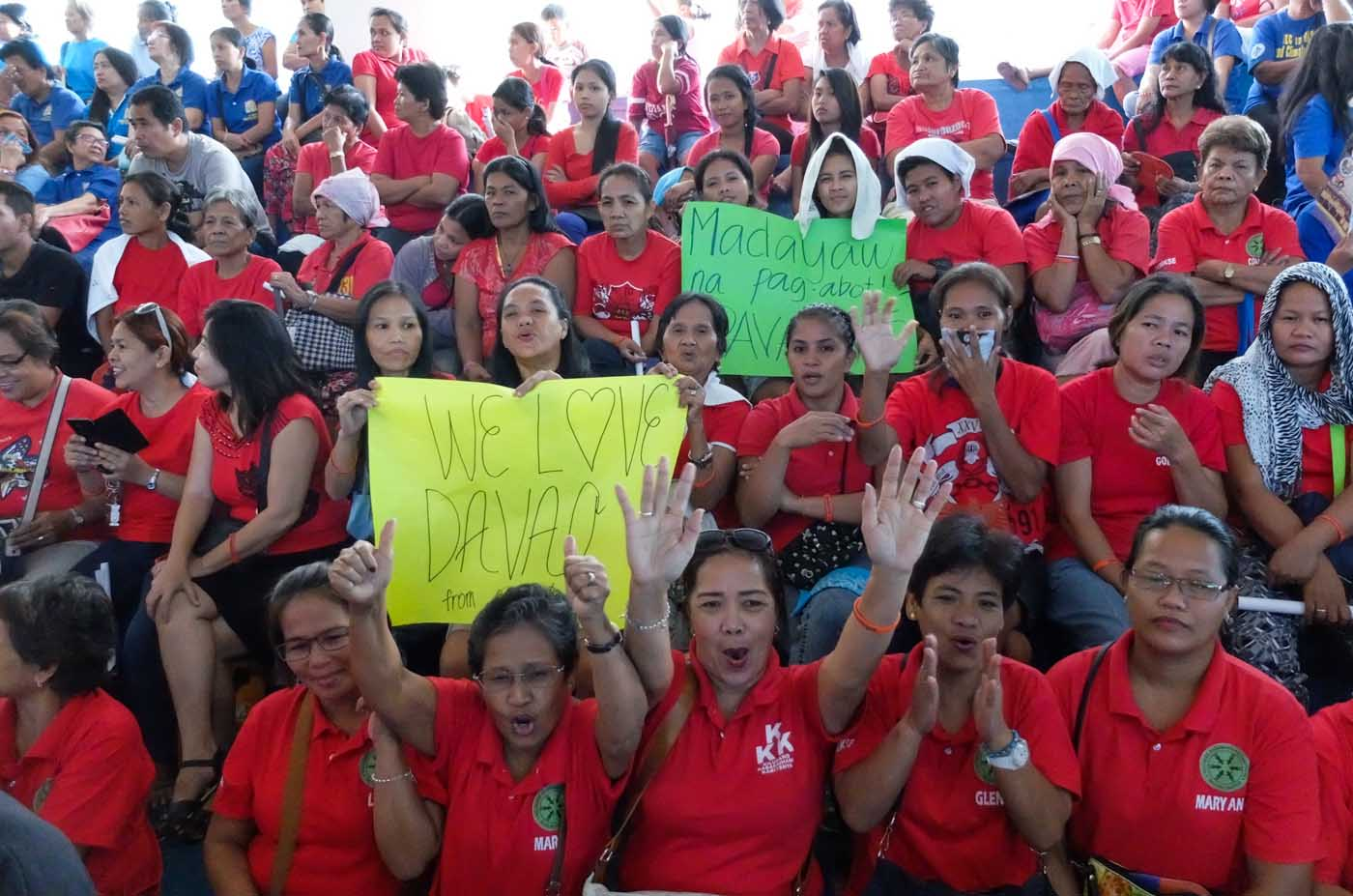 LOVE FOR DAVAO. A Cavite-based women's group show their love for their new sister city, Davao City. Photo by Alecs Ongcal/Rappler