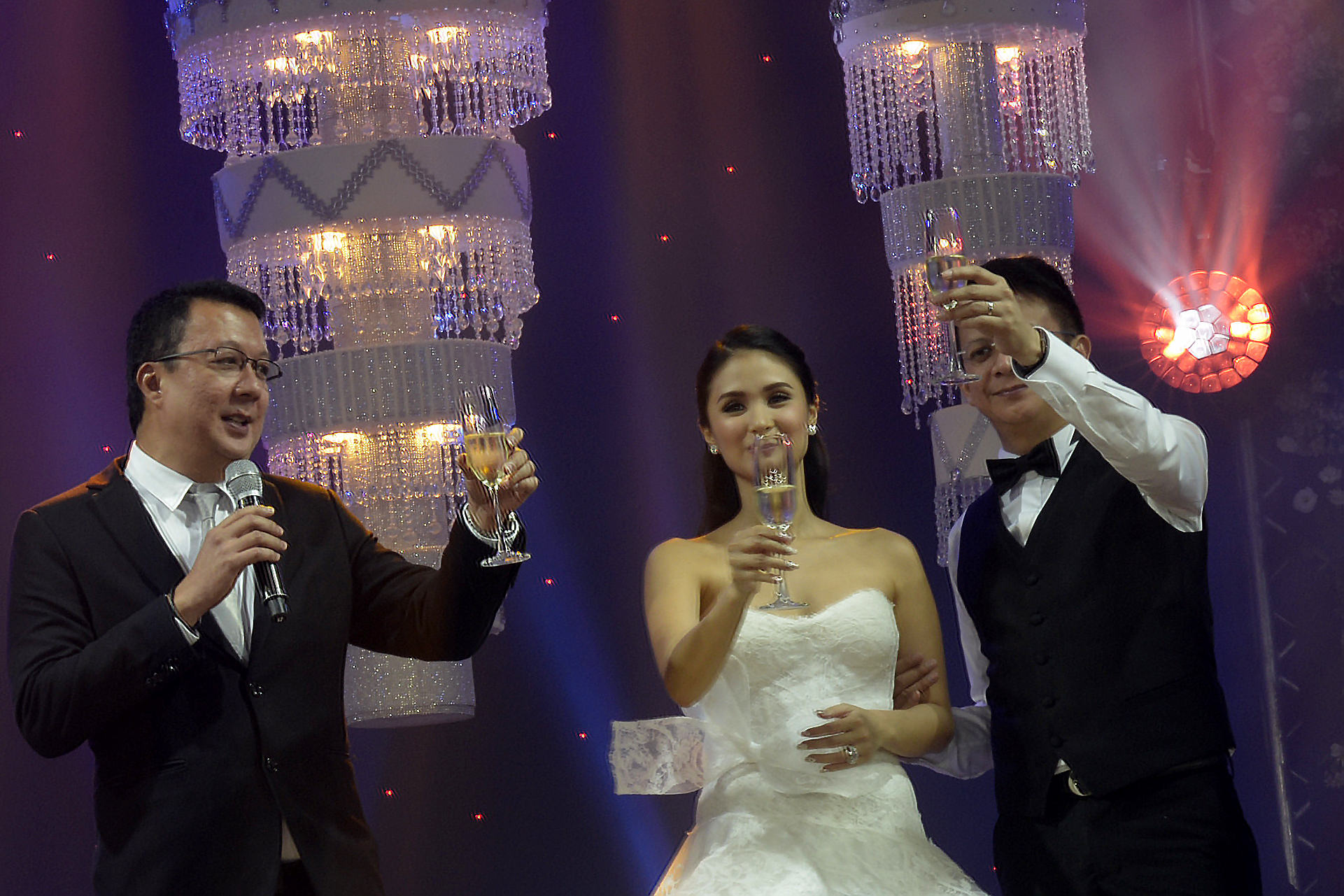 TOAST. Senator Francis Escudero and actress Heart Evangelista celebrate a star-studded wedding reception in Manila. File photo by LeAnne Jazul/Rappler