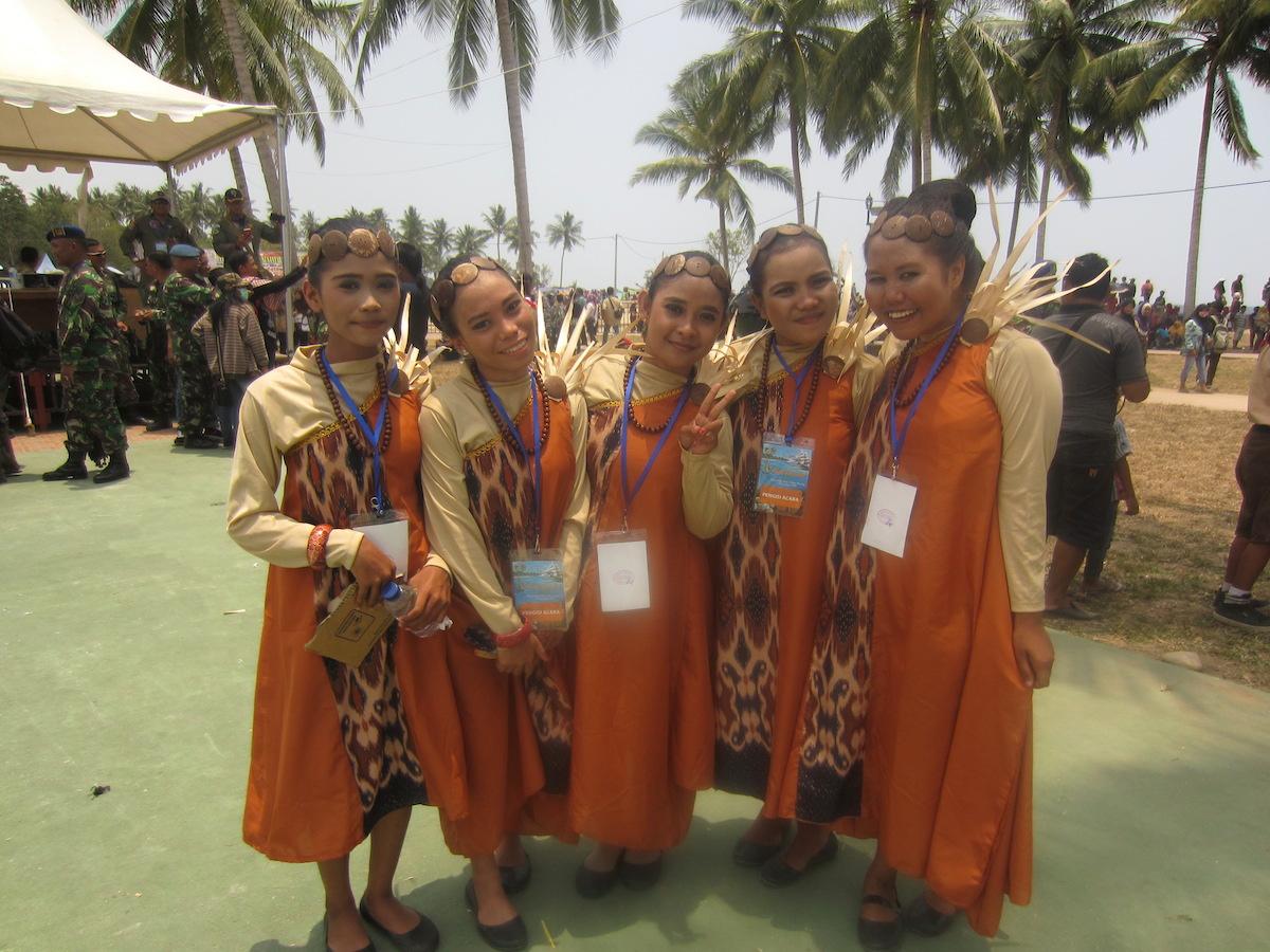 PENARI. Beberapa anak yang ikut menari dalam acara Sail Tomini.
