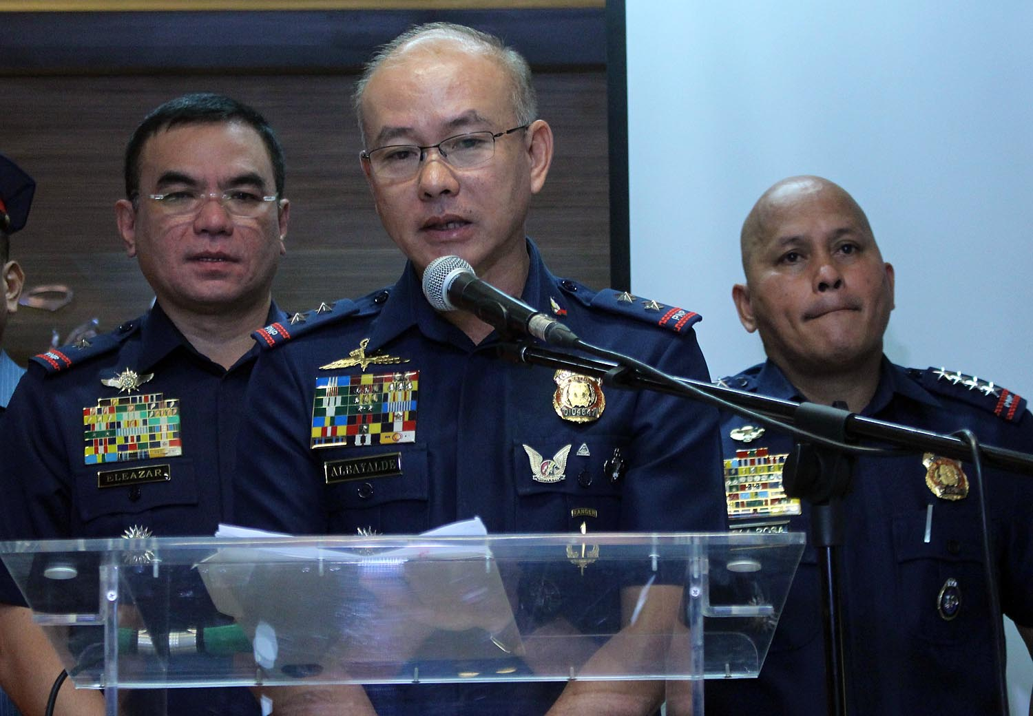 STRONG TIES. Former PNP chief Ronald dela Rosa (right), former NCRPO Director Oscar Albayalde (center) and former QCPD Director Guillermo Eleazar (left) during a press conference at Camp Crame. File photo by Darren Langit/Rappler