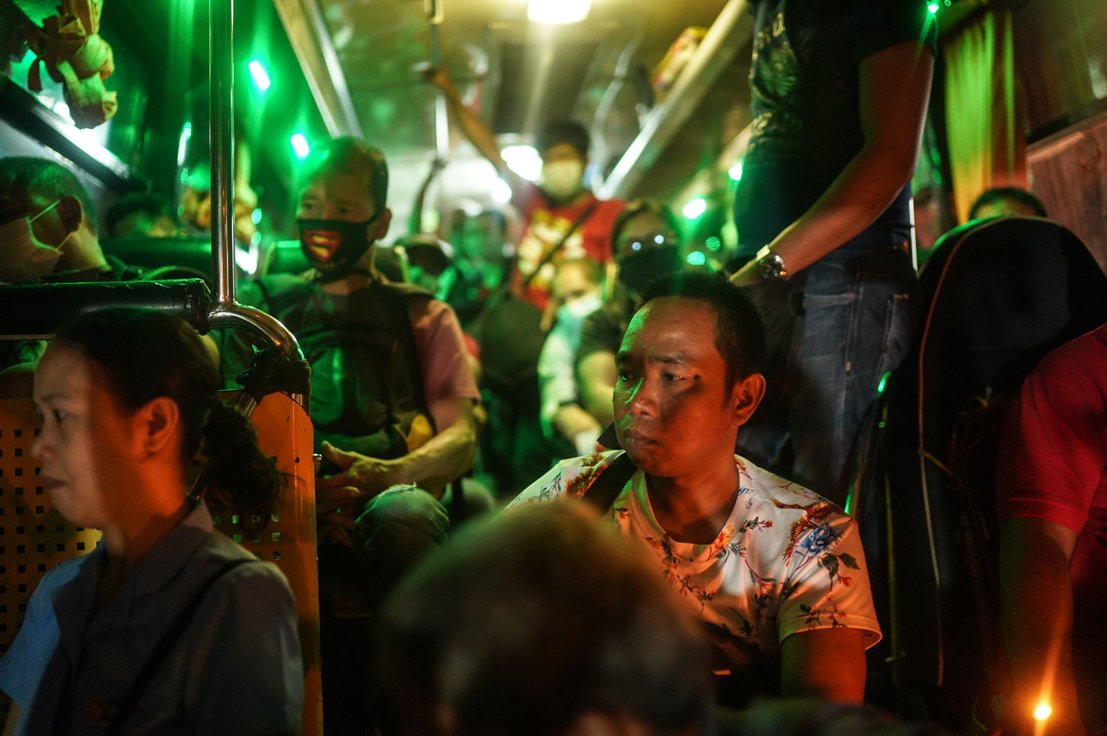 TRANSIT. Policemen at the Susana Heights-SLEX checkpoint check the body temperature and identification cards of commuters entering Metro Manila on March 16, 2020. Photo by Martin San Diego/Rappler
