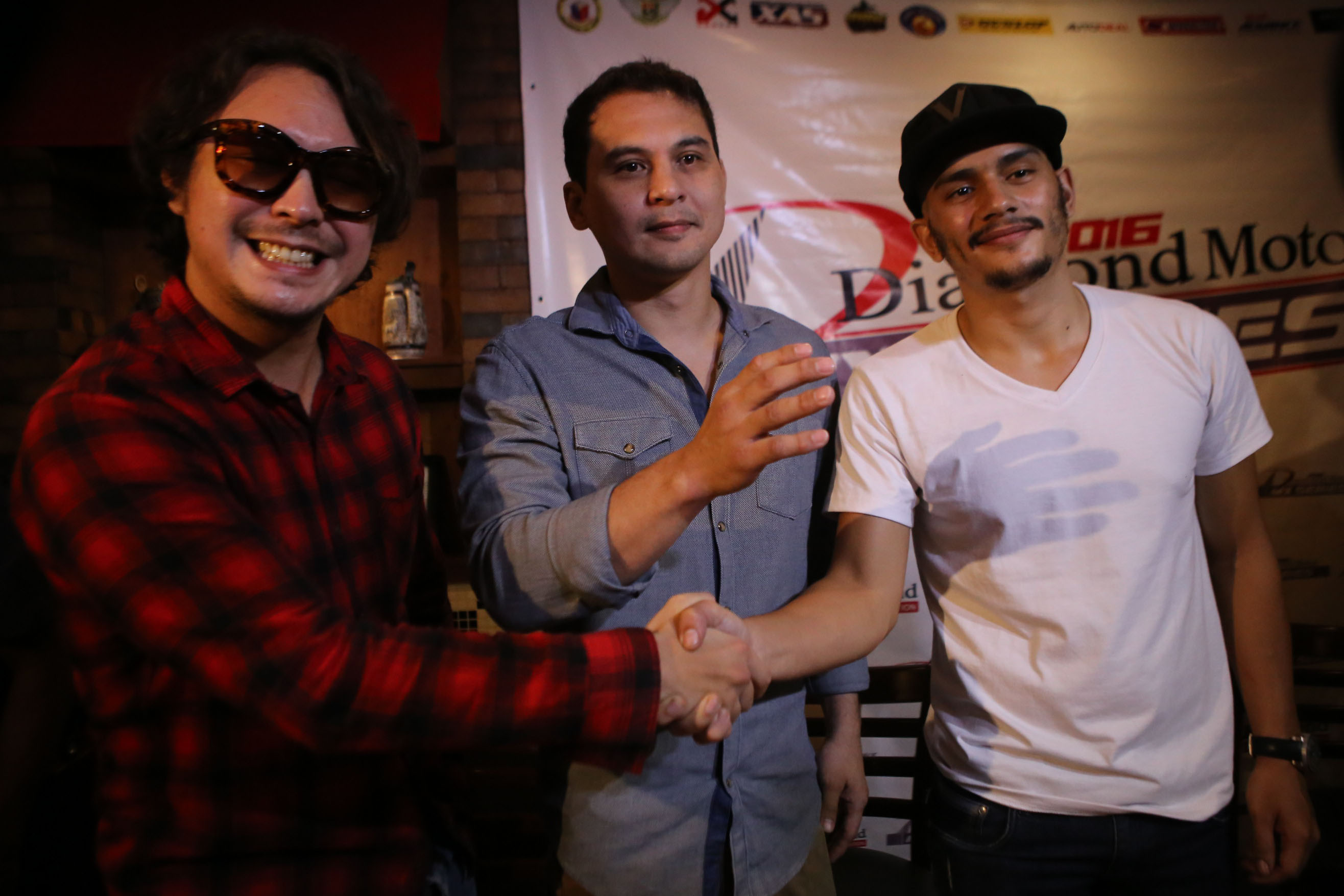 PLAY NICE. The two actors, in a moment of nicety, shake hands during the press conference. Photo by Josh Albelda/Rappler