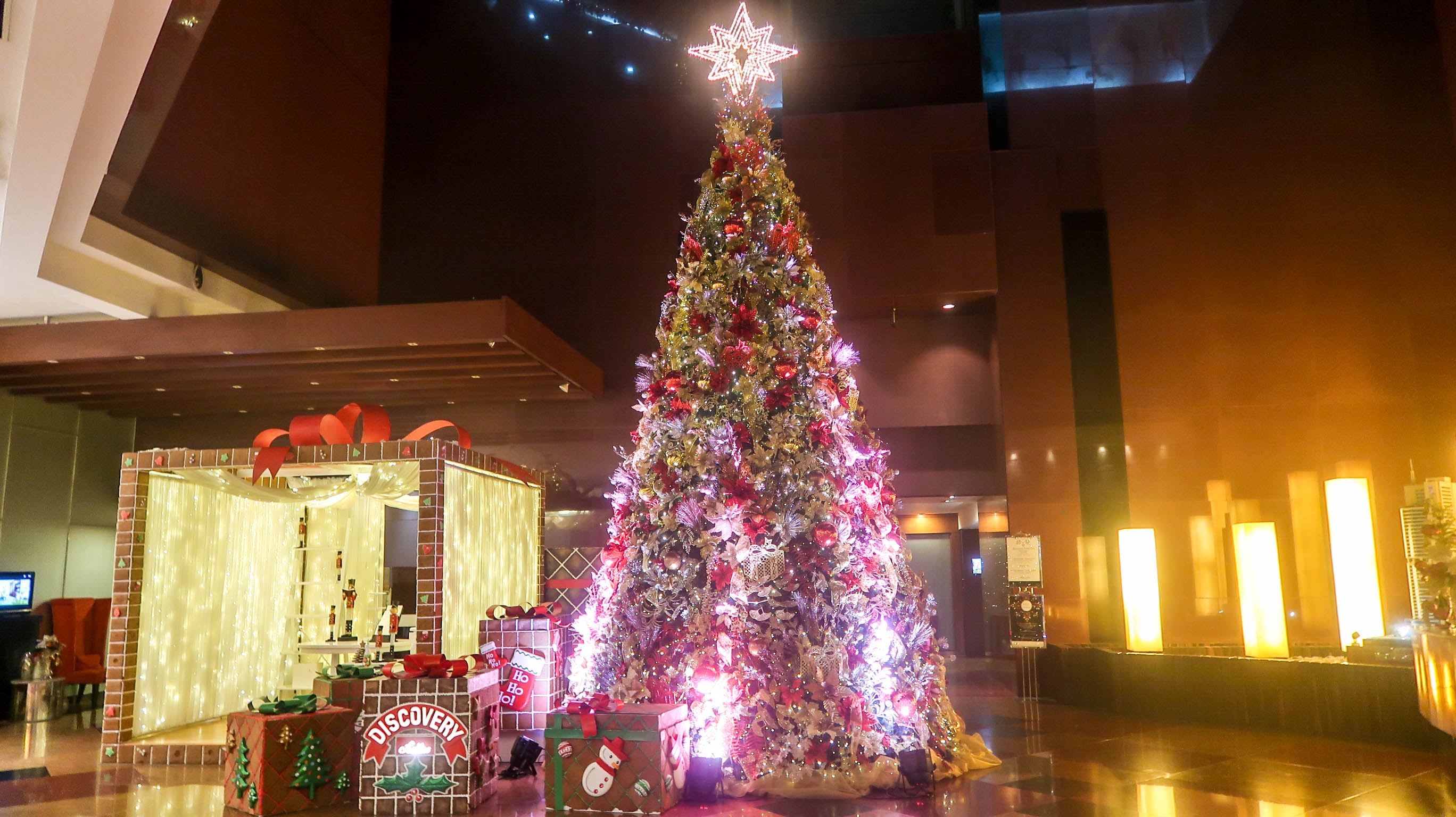 CHRISTMAS CYCLING. Discovery Suites is ready for the holidays with their bike-powered tree. Photo by Precious del Valle/Rappler