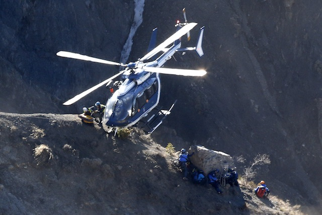 CAREFUL MISSION. Search workers are deployed by helicopter at the crash site of the Germanwings Airbus A320, to collect debris and find the second black box, above the town of Seyne-les-Alpes, southeastern France, 29 March 2015. Yoan Valat/EPA