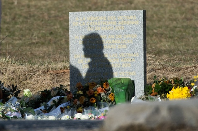 MEMORIAL. The shadow of a woman on a memorial stone for the victims of the Germanwings A320 crash in Le Vernet, France, 28 March 2015. Daniel Karmann/EPA