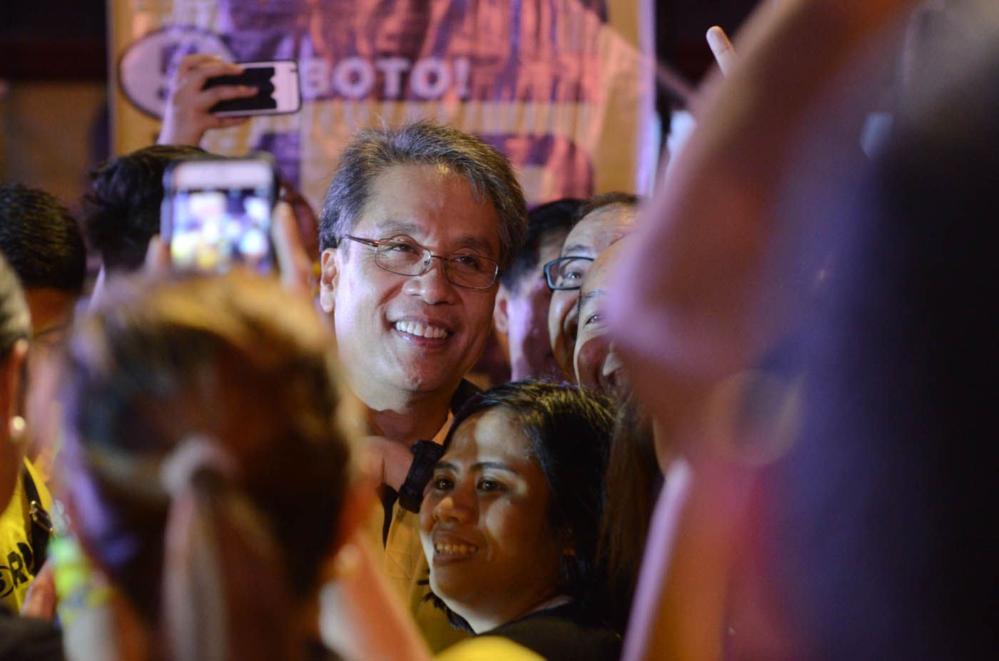 CAMPAIGN STORIES. Mar Roxas during a rally in Dagupan City. Photo by Alecs Ongcal/Rappler