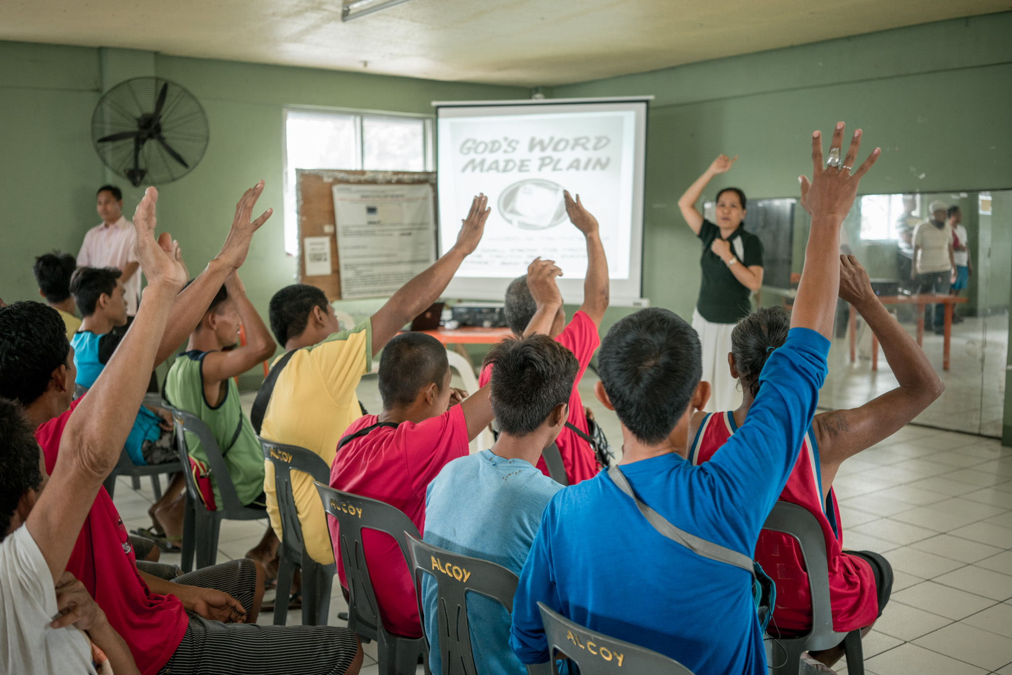 SESSION. Drug surrenders participate in a bible study session in Barangay Bagong Pag-Asa.