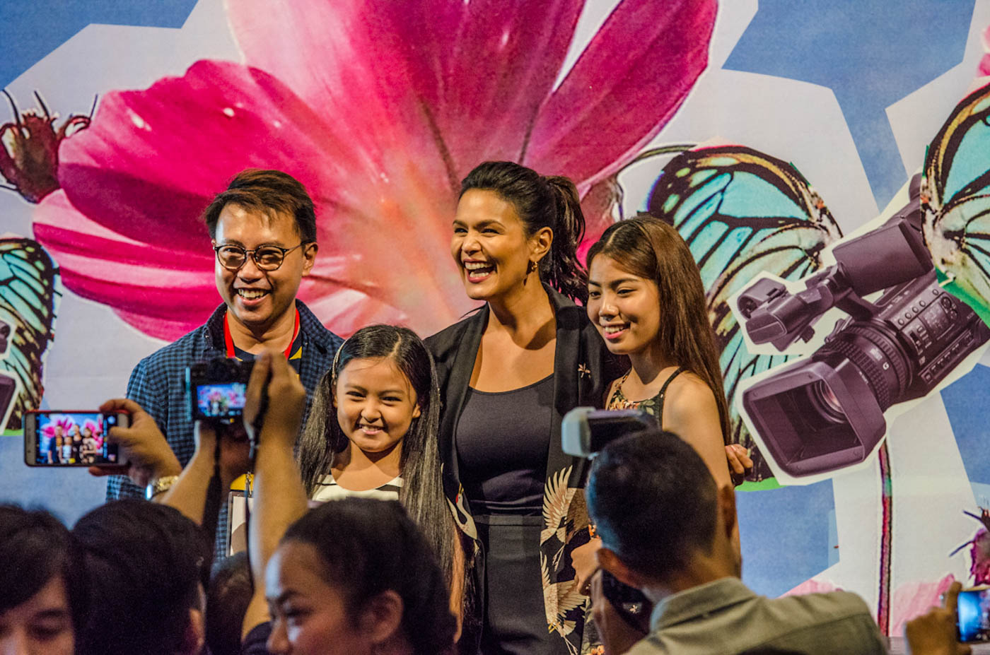 DISTANCE. Iza, director Perci Intalan and child actresses Therese Malvar and Alessandra Malonzo during the Cinemalaya press conference.