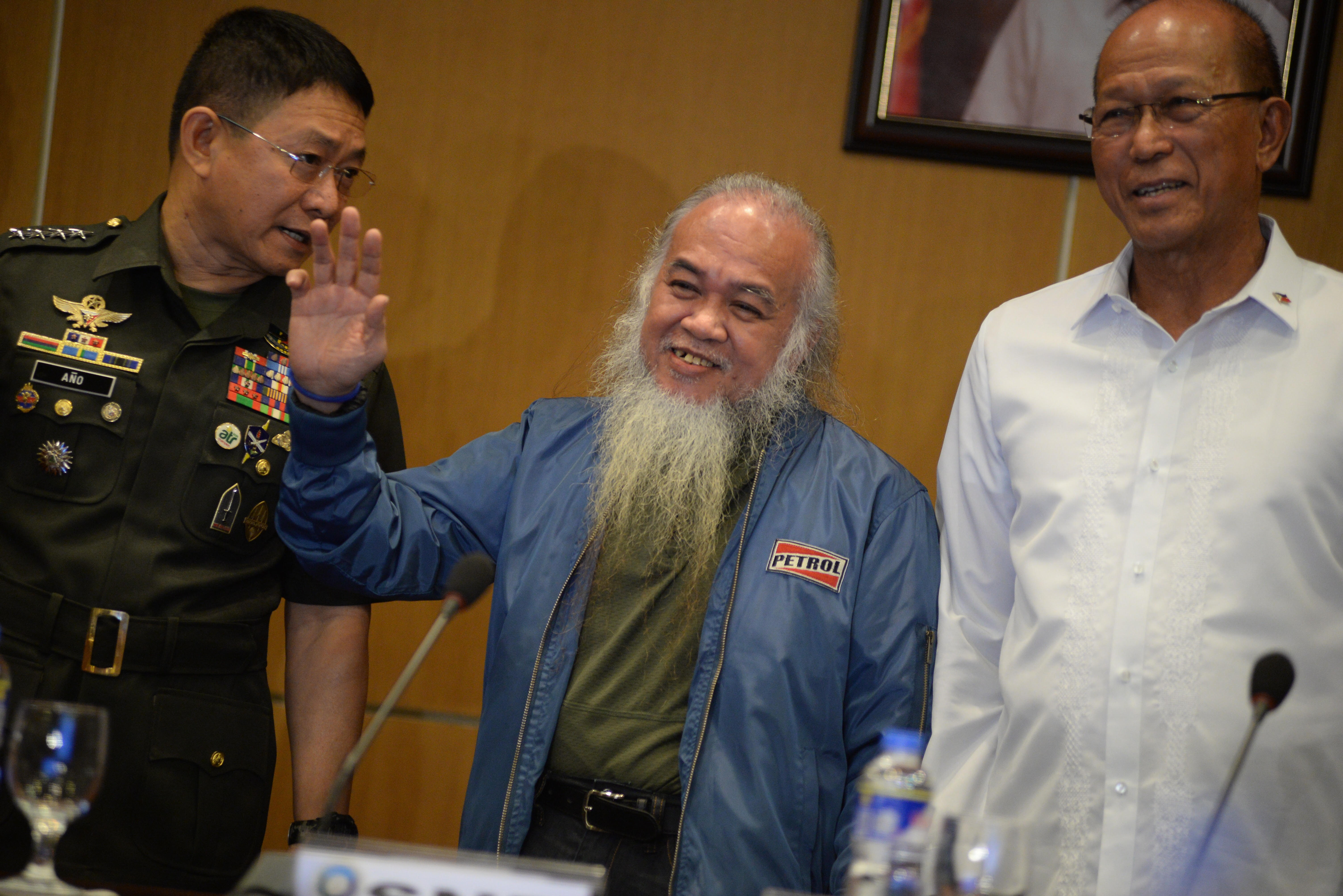 NOW FREE. Former Maute Group hostage Father Teresito 'Chito' Soganub appears in a press conference on September 18, 2017, after 117 days in captivity. Photo by Maria Tan/Rappler