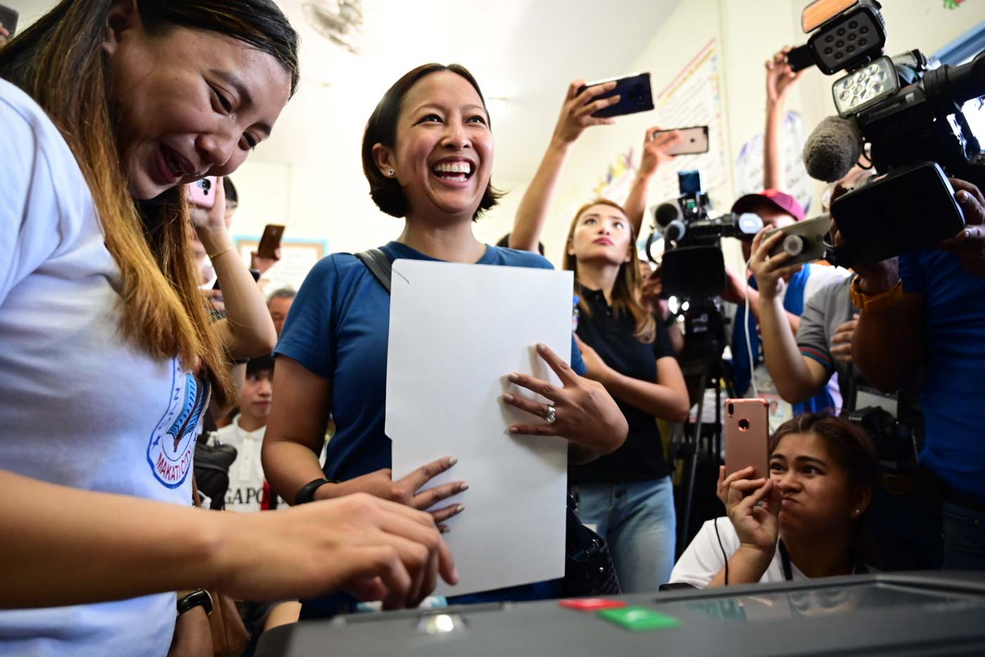 ALL SMILES. Reelectionist Makati City Mayor Abby Binay is all smiles as she feeds her ballot into the vote-counting machine. Photo by Alecs Ongcal/Rappler