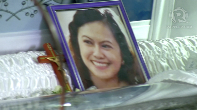 SMILE. A photo of Mei Magsino beaming with a smile is placed right above her casket. Photo by Buena Bernal/Rappler