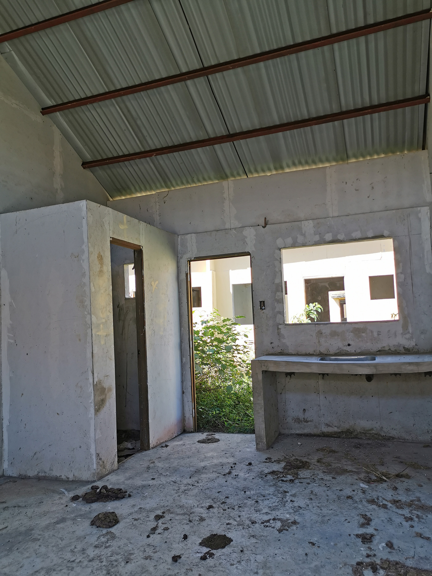 INTERIOR. All units have a partition for the bathroom and a kitchen sink. Photo by Tina Ganzon-Ozaeta/Rappler