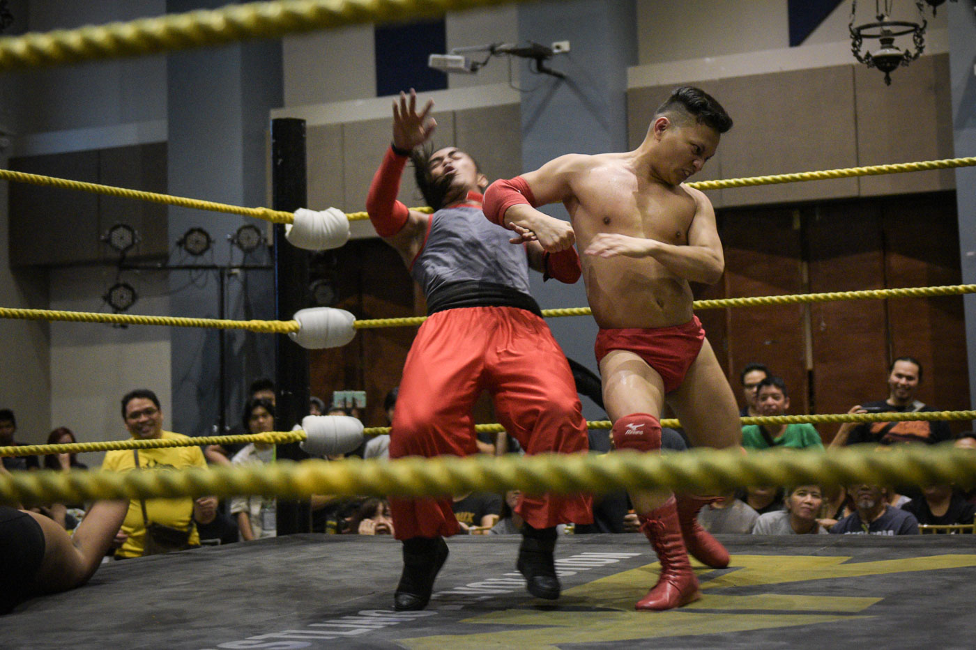 SURPRISE. Kapitan Tutan (right) beats Robin Sane and the YOLO Twins during the PWR WRevolution X at the iAcademy in Makati City on May 20, 2018. Photo by LeAnne Jazul/Rappler