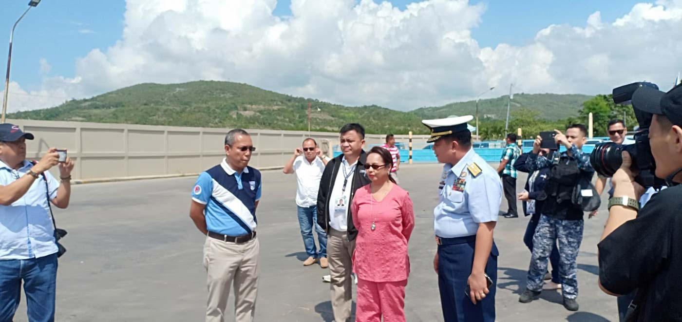 NO POLITICS. House Speaker Gloria Macapagal Arroyo visits Cebu's RO-RO ports on her final 'sentimental' journey. She declines to answer 'political' questions. Photo courtesy of Rep. Gloria Macapagal Arroyo's office