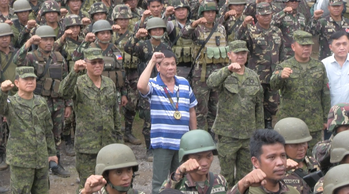 TROOP VISIT. President Duterte visits troops running after the Maute group in Lanao del Sur on Wednesday, November 30, 2016. Photo by Carmela Fonbuena/Rappler