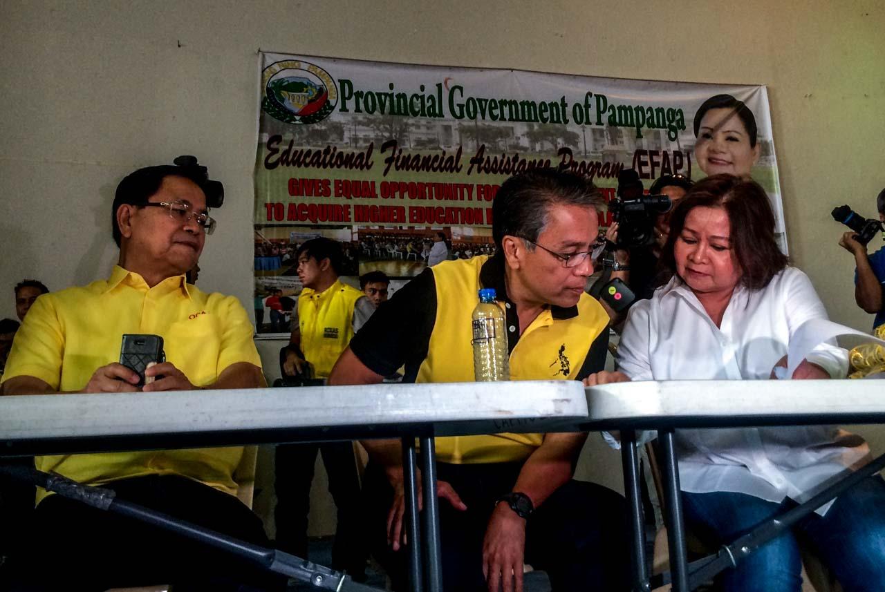 ALLIES. Mar Roxas and Pampanga Governor Lilia Pineda. File photo by Bea Cupin/Rappler
