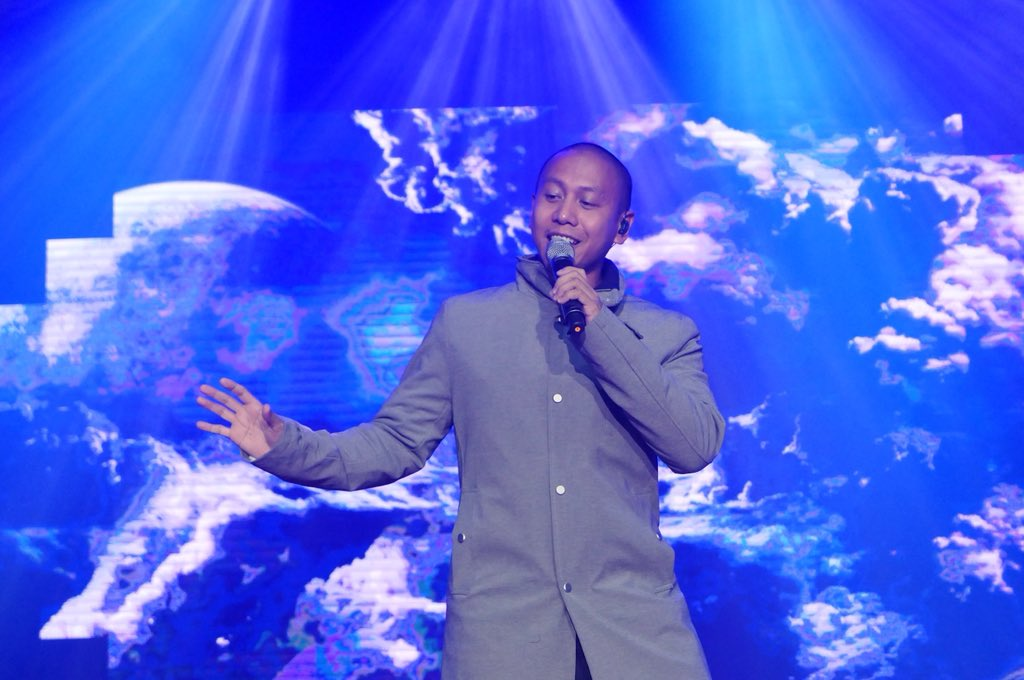 ENTERTAIMENT. Mikey Bustos shows his singing prowess and versatility with his back-to-back number at the FanFest.  Photo from YouTube