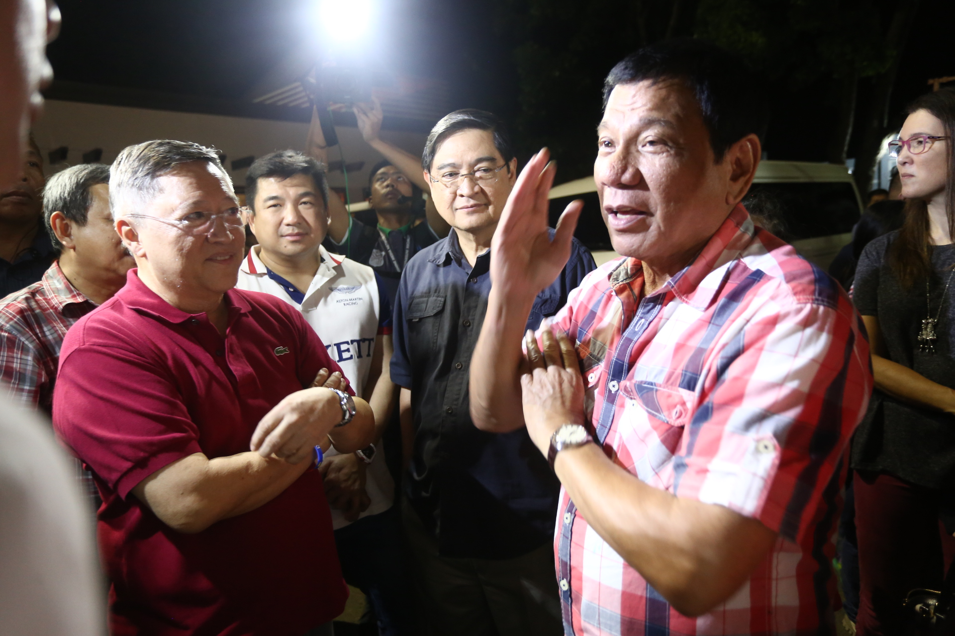 READY FOR THE PRESIDENCY? Hours after realizing he has won the presidential race, Rodrigo Duterte meets with good friends and key members of his campaign team including brothers Sonny and Paul Dominguez. Photo by Manman Dejeto/Rappler