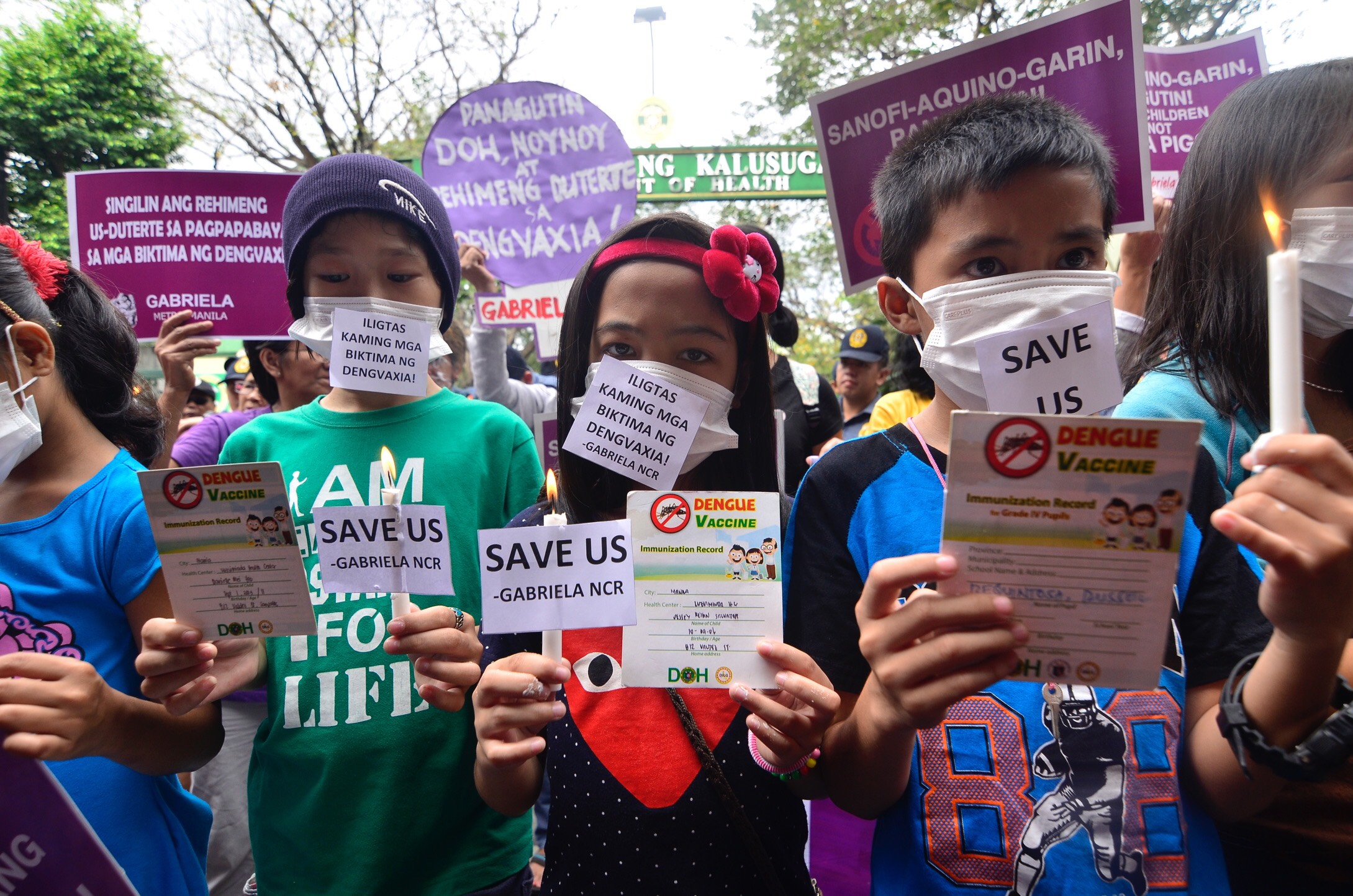 PROTESTS. Children vaccinated with Dengvaxia join their parents and activists in a protest at the DOH on February 7, 2018. Photo by Maria Tan/Rappler