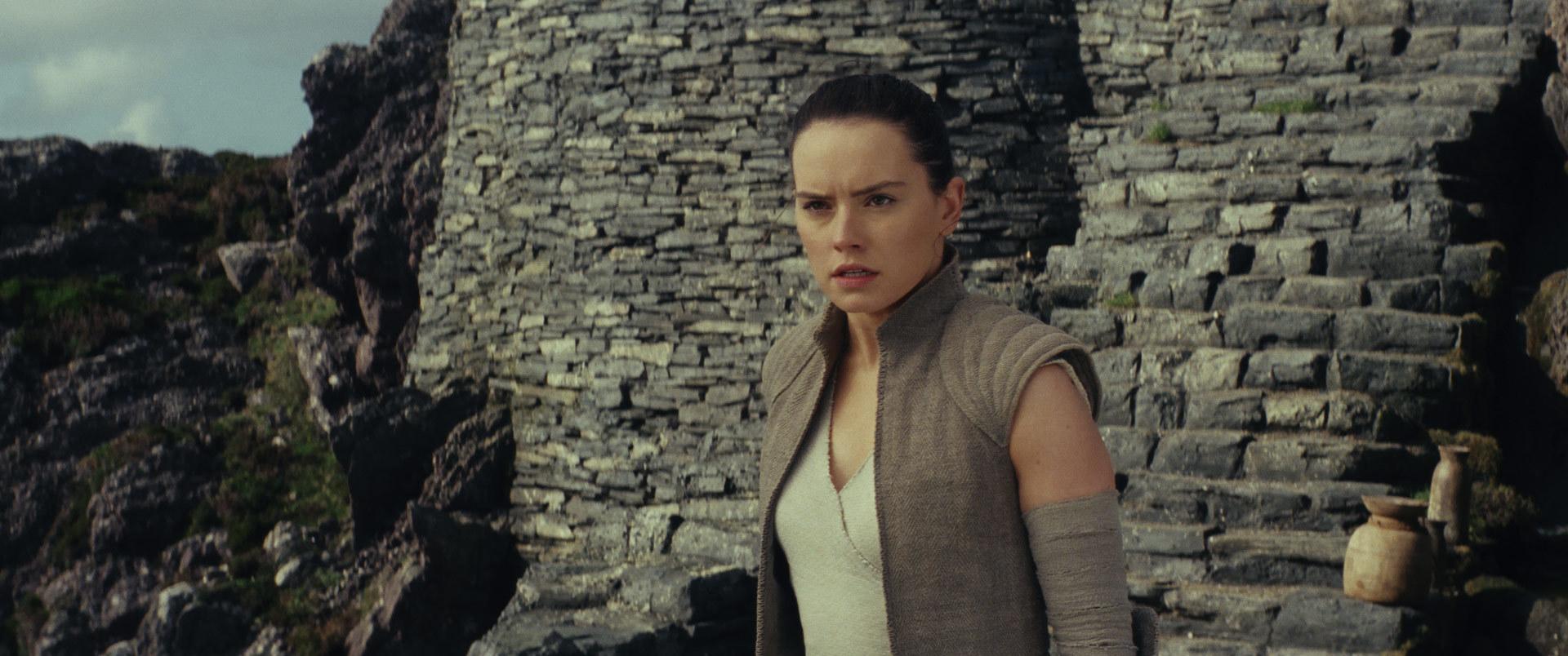 Daisy Ridley sebagai Rey dalam 'Star Wars: The Last Jedi'. Foto dari starwars.com