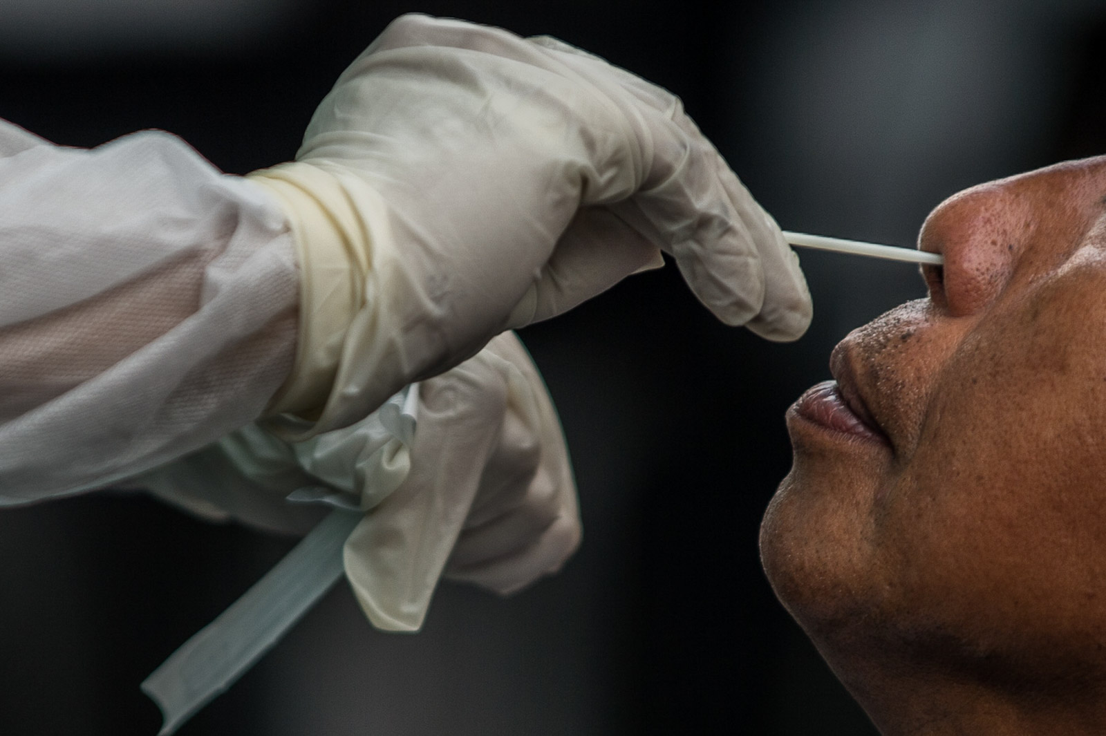 TEST. A health worker conducts a swab test to a suspected COVID-19 patient in the Sta. Ana Hospital in Manila on April 17, 2020. Photo by Lisa Marie David/Rappler
