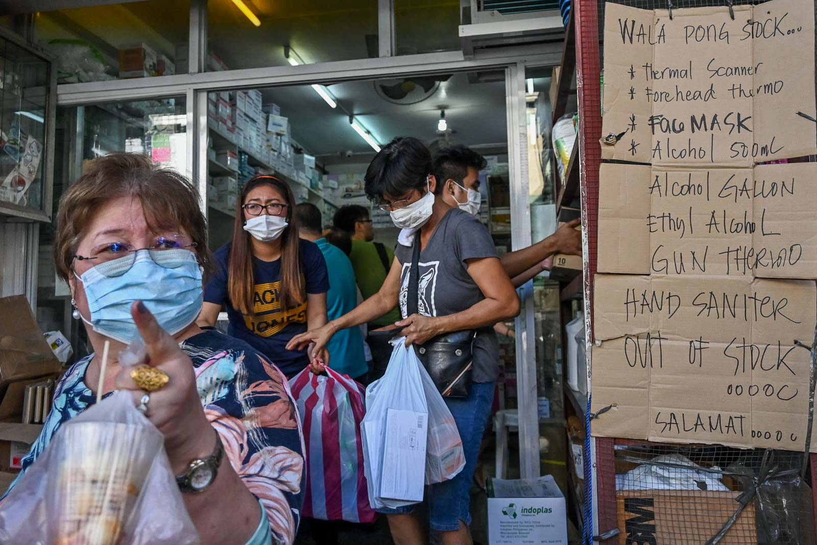 NO SUPPLY. Medical supply stores display out of stock signs for alcohol, surgical masks, and thermal scanners in Manila on March 12, 2020. Photo by Alecs Ongcal/Rappler