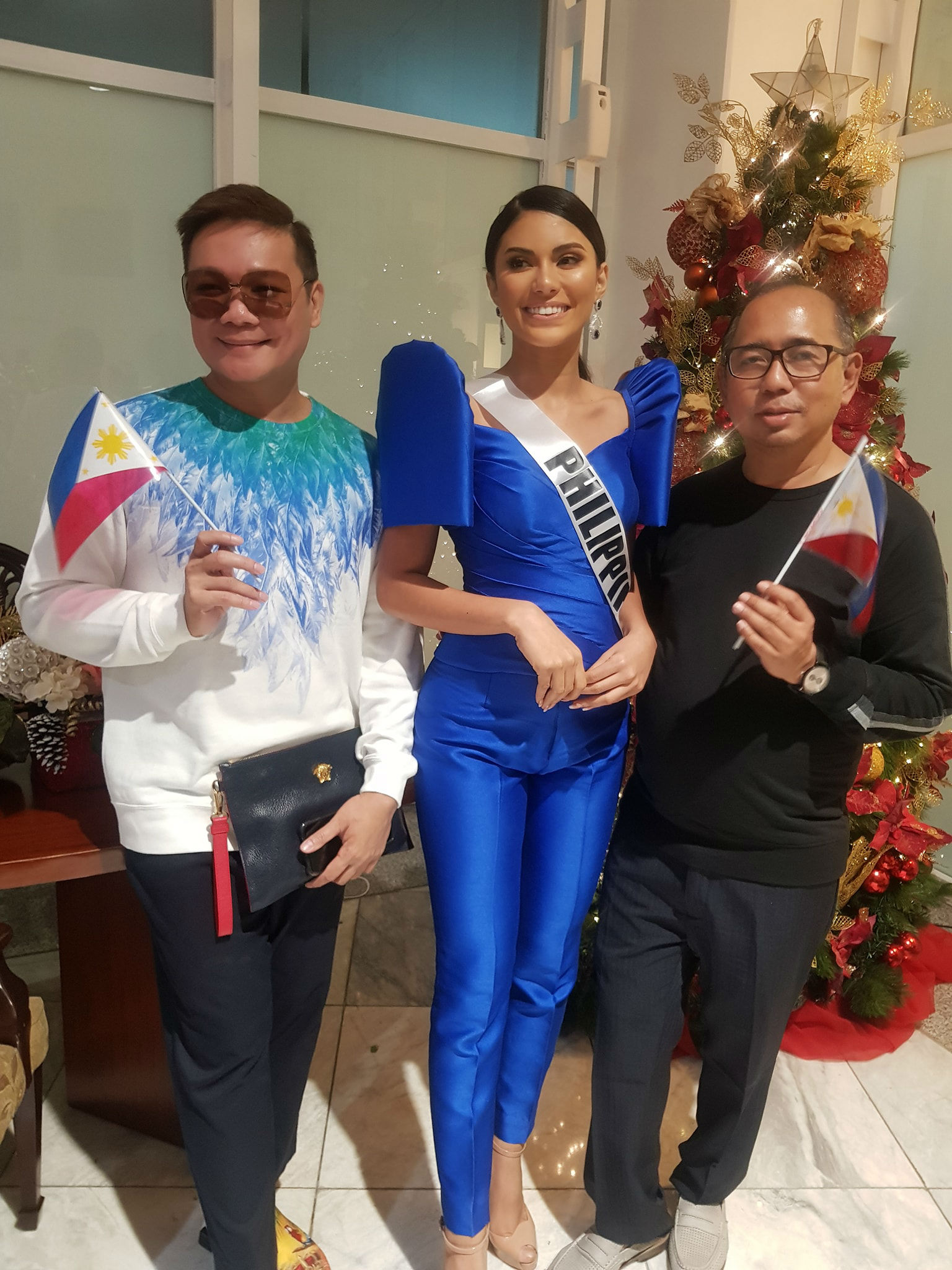 UNITED. Jonas Gaffud and Rodgil Flores pose with Gazini before her flight to the US. Photo from Facebook/Bb Pilipinas