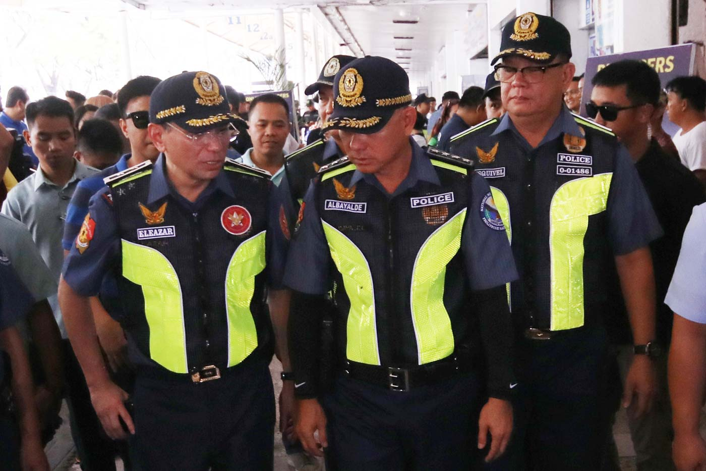 POLICE BOSSES. PNP chief Oscar Albayalde (center) is accompanied by NCRPO chief Guillermo Eleazar (left) and Quezon City police chief Joselito Esquivel (right) in his inspection. Photo by Darren Langit/Rappler