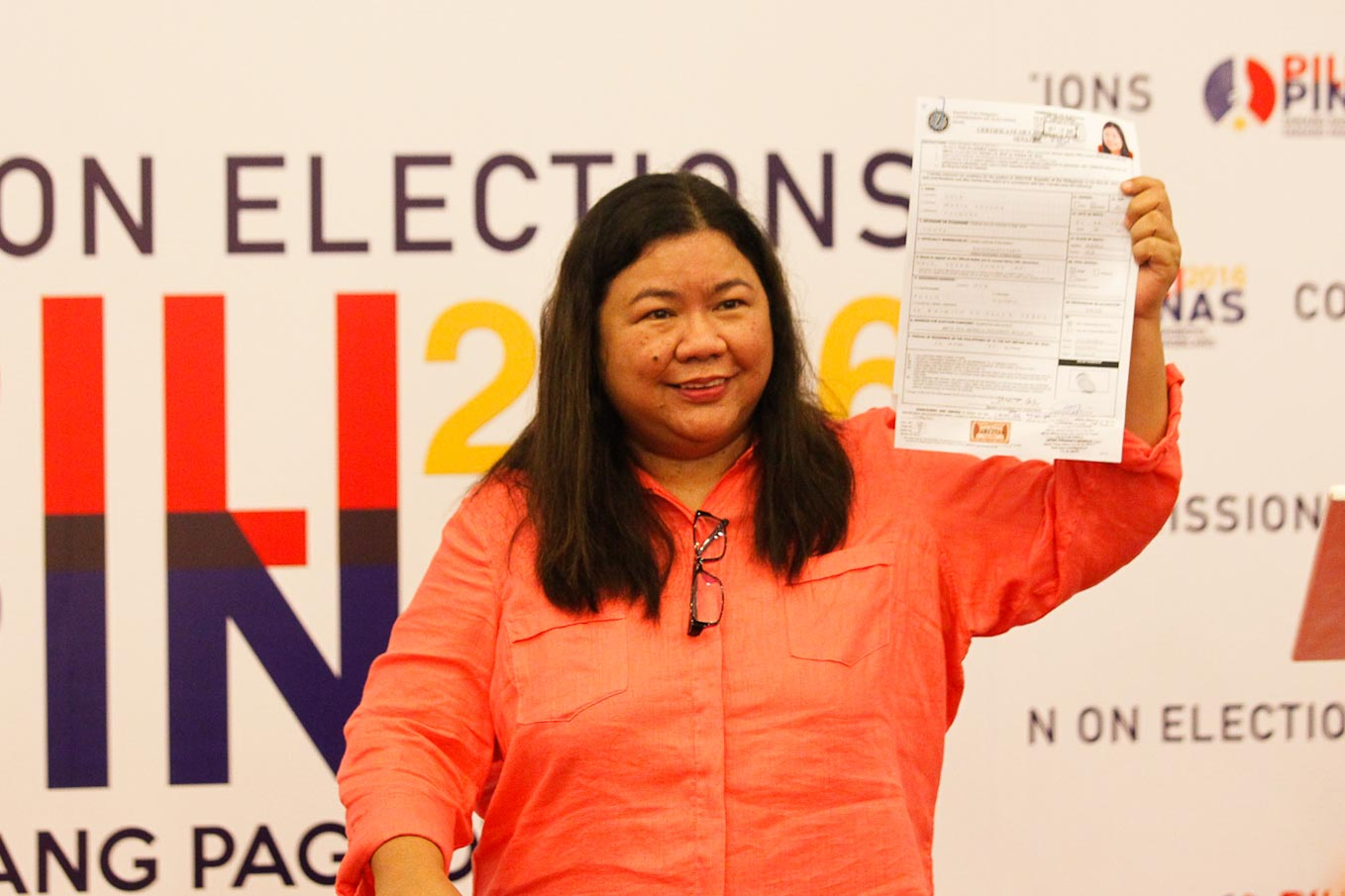 FOR OFWs. Susan Ople files her certificate of candidacy for senator. Photo by Czeasar Dancel/Rappler