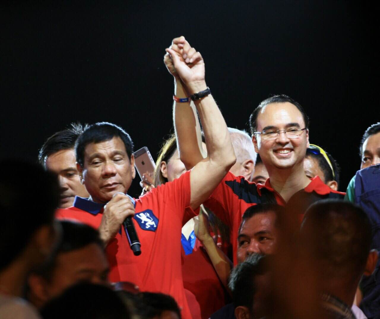 VOTE ALAN. In a show of unity, Duterte says, 'If you don't vote Alan, don't vote for me.' Photo by Manman Dejeto/Rappler