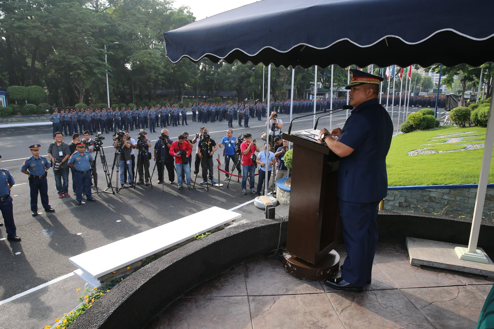 PNP REFORM. Director General Ronald dela Rosa addresses police during a flag-raising ceremony at Camp Crame. File photo from PNP PIO