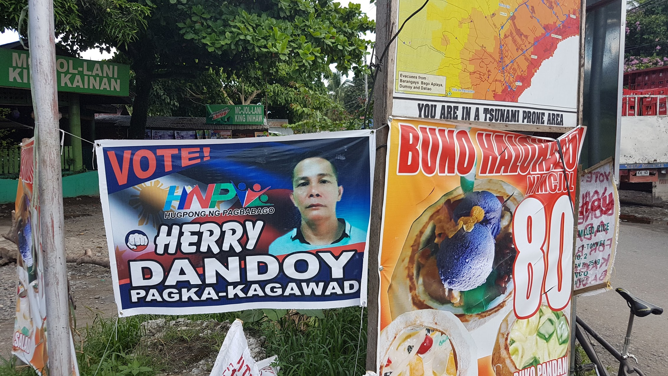 TEAM HNP? Posters of Bago Aplaya candidate Herry Dandoy shows the logo of Hugpong ng Pagbabago. Photo by Mick Basa/Rappler