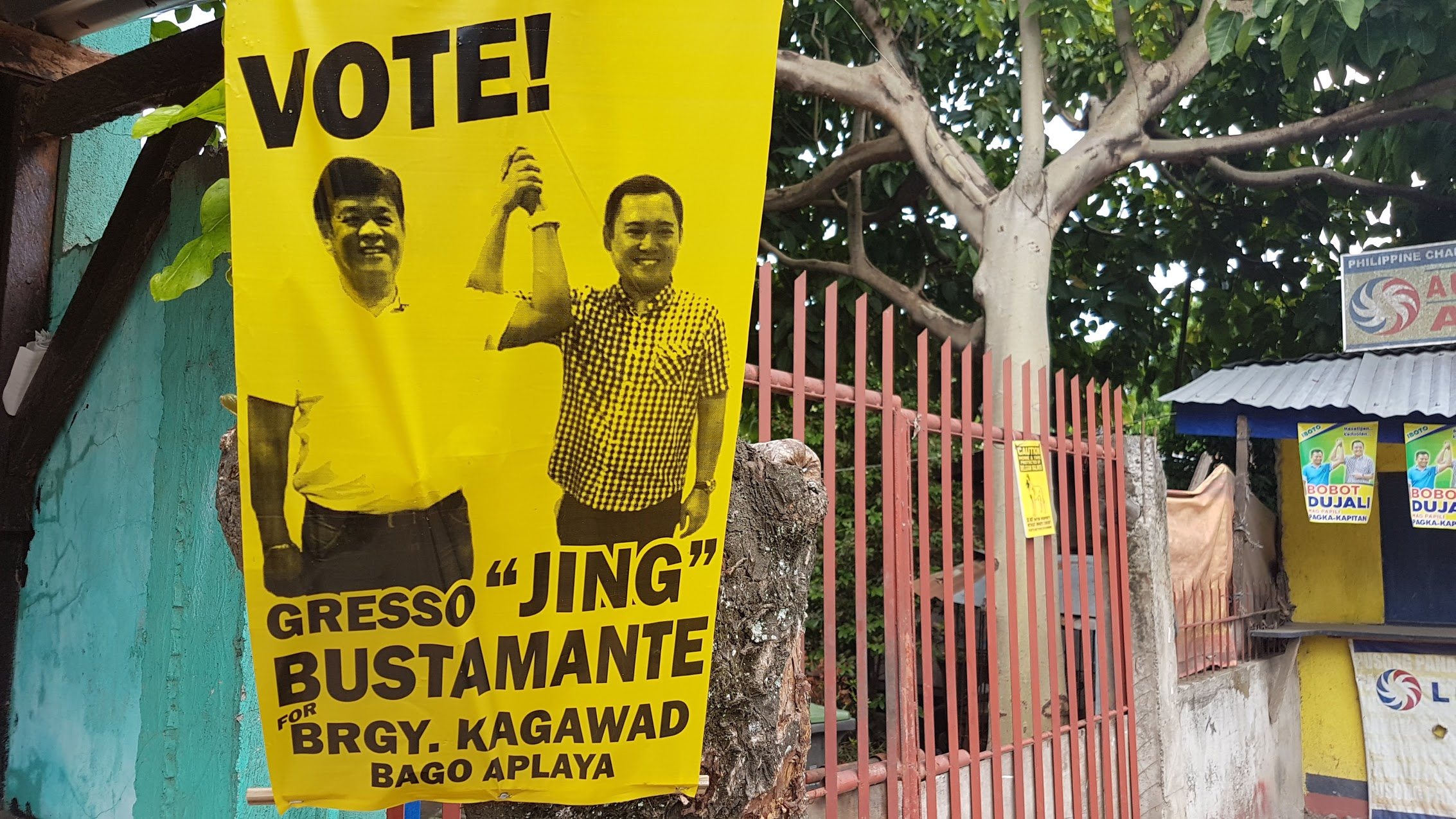 NOGRALES ENDORSEMENT? Bago Aplaya candidate Gresso 'Jing' Bustamante  shown with PBA Partylist Representative Jericho Nograles in his campaign posters. Photo by Mick Basa/Rappler