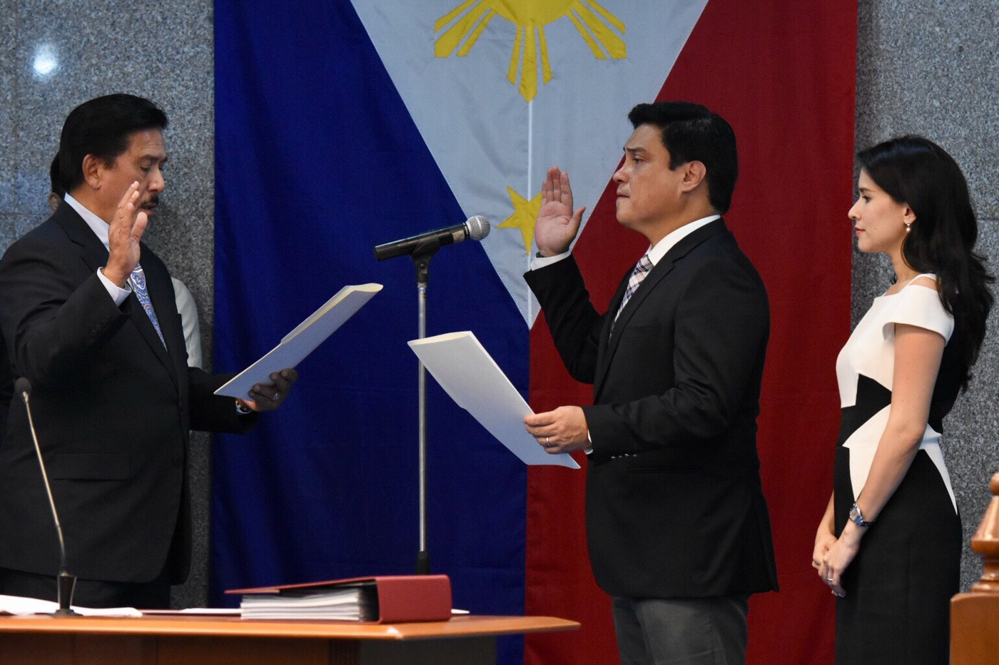 SOTTO'S SUCCESSOR. Senator Juan Miguel Zubiri is sworn in as Senate majority leader on May 21, 2018. Photo by Angie de Silva/Rappler