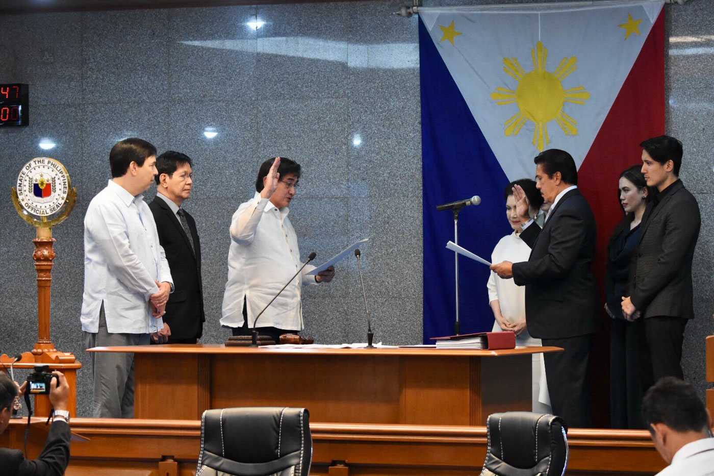 SWORN IN. Senator Vicente Sotto III takes his oath as Senate president on May 21, 2018. Photo by Angie de Silva/Rappler