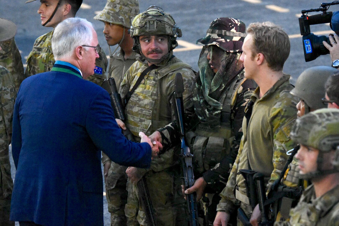 TALK TO MEN. Australian Prime Minister Malcolm Turnbull took the opportunity to talk to the Australian troops deployed in the Philippines