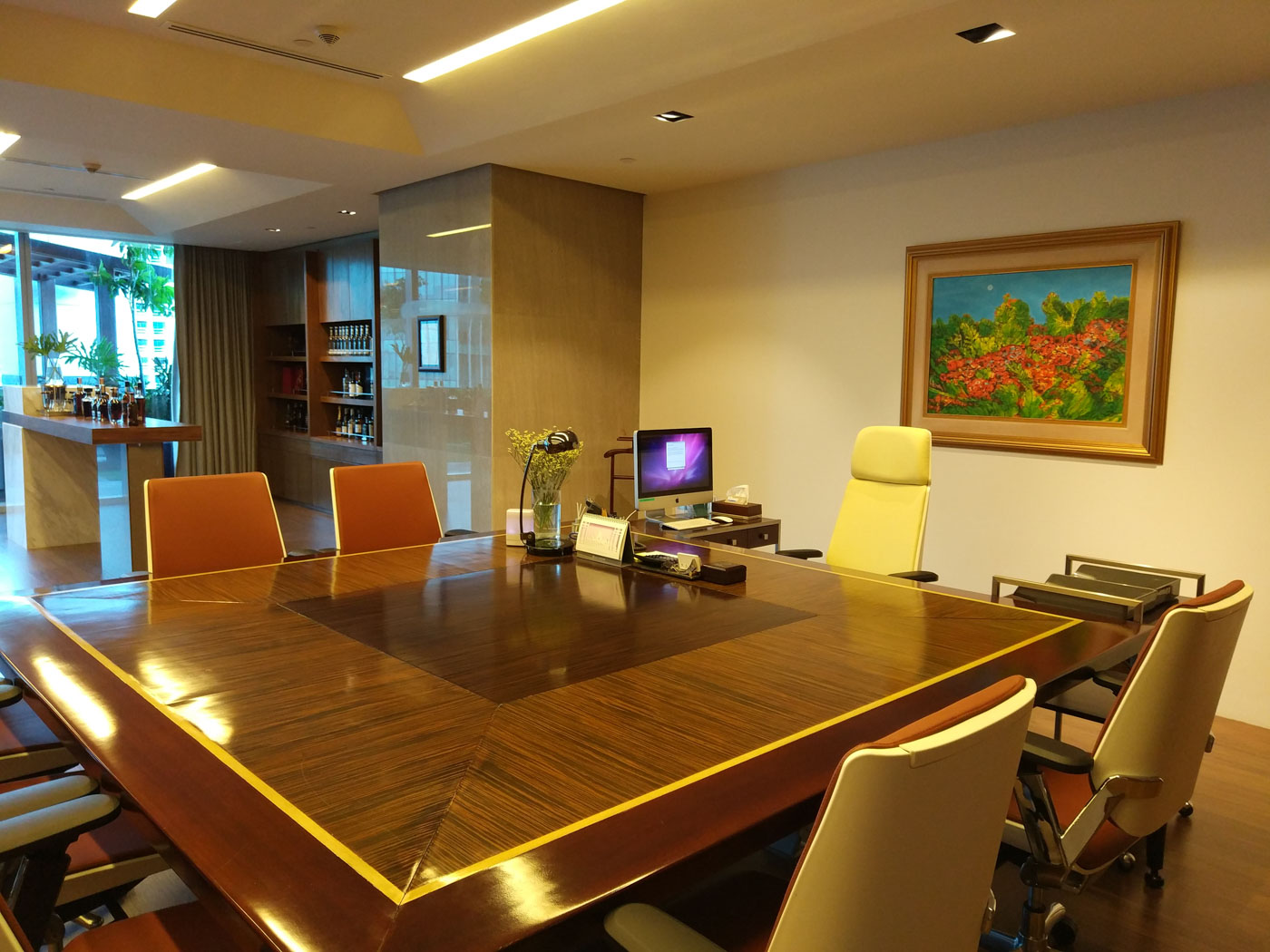 BREATHING SPACE. Alliance Global and Megaworld chairman Andrew Tan's private office comes equipped with its own sky garden, bar, dining area, and bathroom. Photo by Chris Schnabel/Rappler
