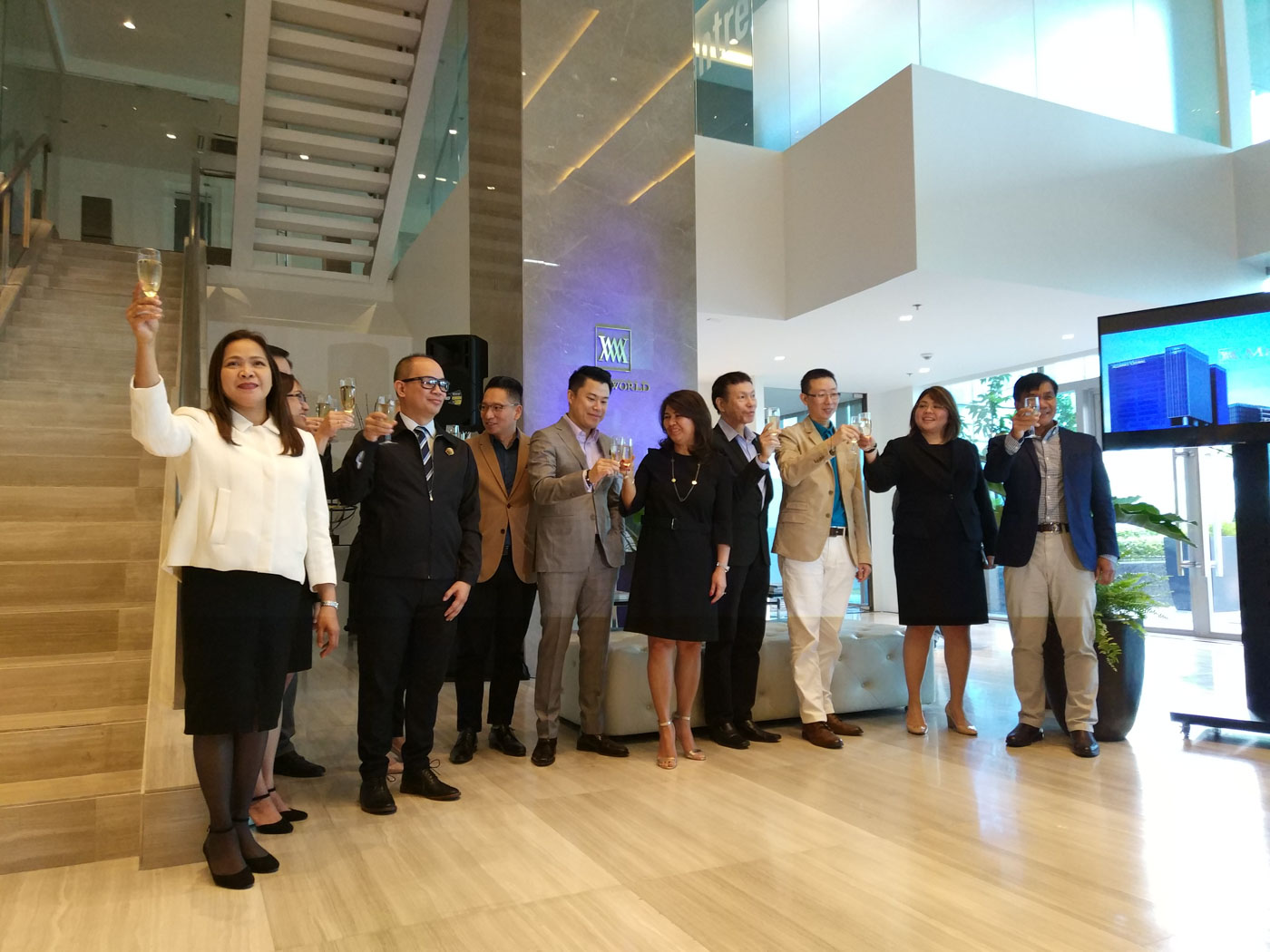 TOASTING. Megaworld officers, led by Senior Vice President Kevin Tan (center, in gray), celebrate the formal launch of their new headquarters on September 27, 2017. Photo by Chris Schnabel/Rappler