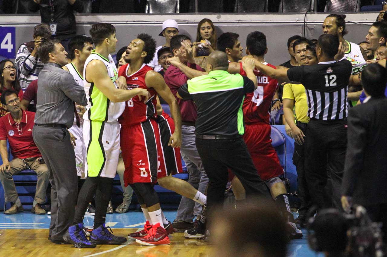 ALTERCATION. Alaska and Globalport figure in a scuffle in the first quarter of Game 2 in their Philippine Cup semifinals series. Photo by Josh Albelda/Rappler