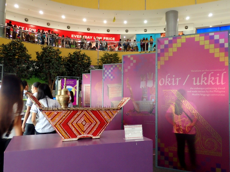MUSLIM CULTURE. The colorful and intricate art and culture of Muslim Filipinos are highlighted in this exhibit. Photo by Rhea Claire Madarang/Rappler