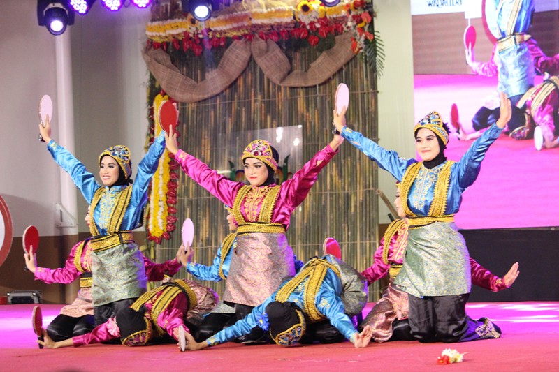 INDONESIA. Traditional dance performance from Indonesia. Photo by Faith Yangyang/NCCA
