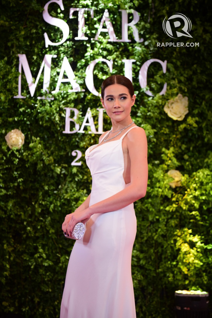 REGAL In WHITE. Bea wears Monique Lhuillier in 2017. File photo by Alecs Ongcal/Rappler
