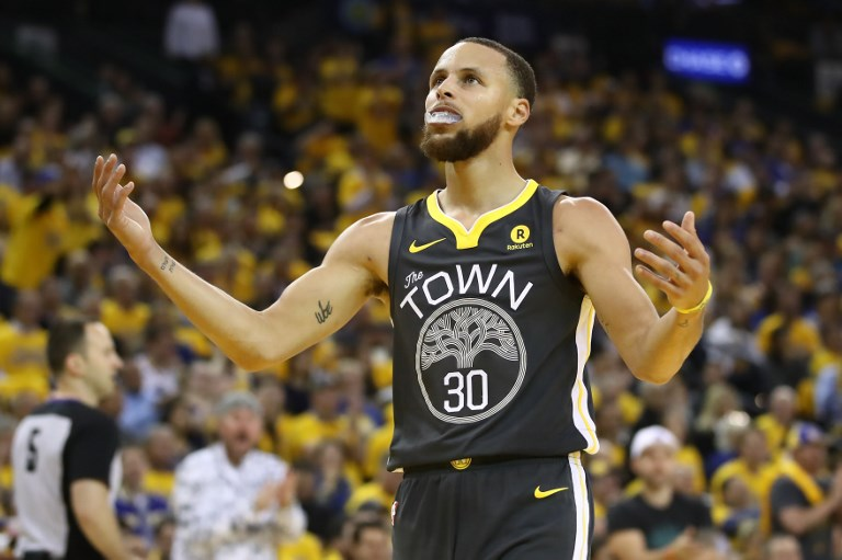 LOSING COLUMN. Steph Curry and the Warriors drop their first game in the young 2018-2019 NBA season. File photo Ezra Shaw/Getty Images/AFP
